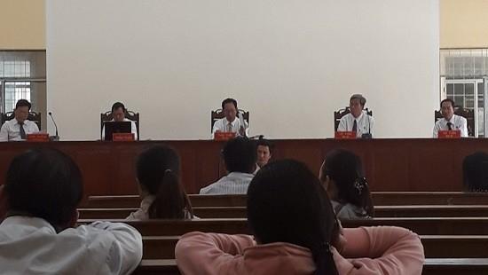 Quang cảnh phiên xét xử