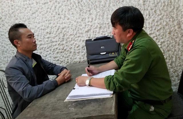 Trần Minh Tuấn tại cơ quan công an