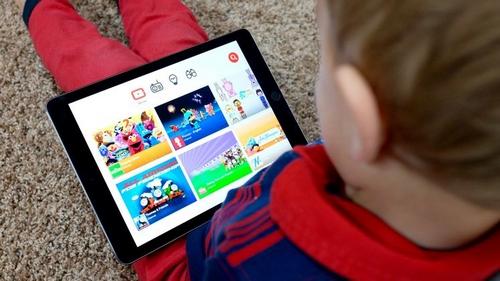 Không ít nội dung người lớn vẫn xuất hiện trên YouTube Kids.
