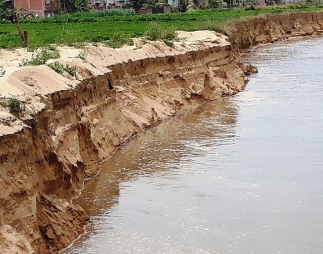 Việc chậm khắc phục các thiệt hại cho dân khiến người dân địa phương bức xúc.