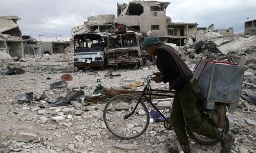 Khung cảnhđổ nát tại thị trấn Douma, Đông Ghouta, ngoại ô thủ đô Damascus, Syria, ngày 30/3. Ảnh:Reuters.