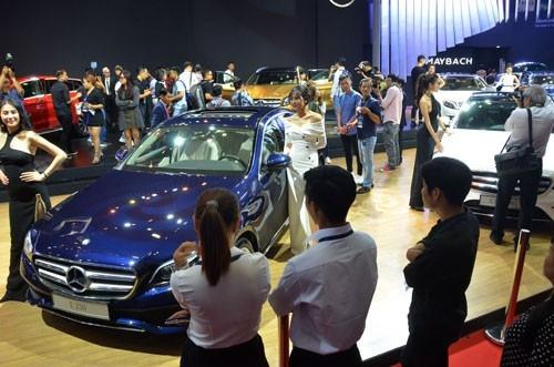 Giá ô tô ở Việt Nam đắt hơn nhiều so với giá trị thật do phải chịu nhiều loại thuế. Ảnh: Tân Thạnh