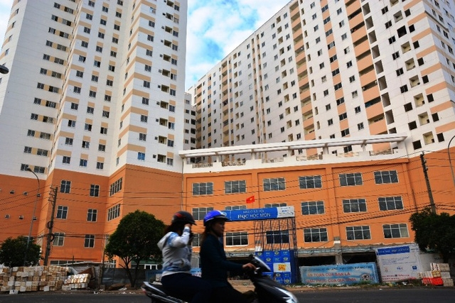 Nếu sắc thuế nhà ở mới được ra đời thì những người lao động nghèo mua được nhà sẽ phải đóng thêm một khoản tiền.