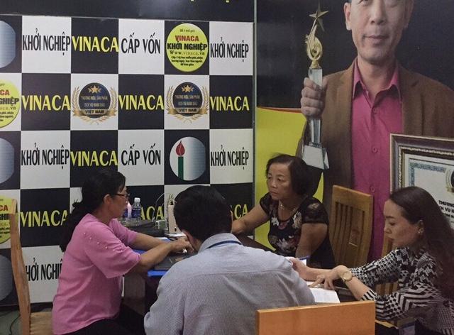 Lực lượng chức năng làm việc với chủ đại lý bán thực phẩm chức năng hỗ trợ điều trị ung thư làm từ than tre của Công ty TNHH Vinaca tại phường Bình Đa, TP Biên Hòa
