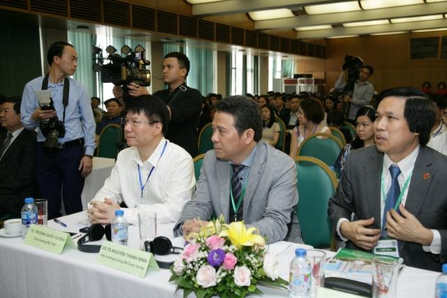 Thứ trưởng Trương Quốc Cường (áo trắng) tham dự hội nghị.