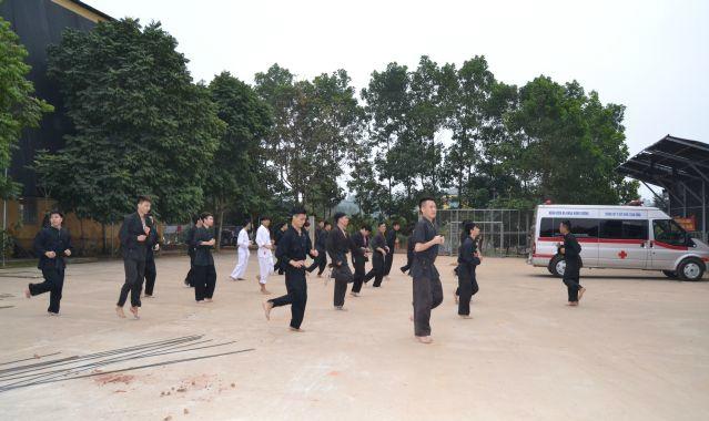 Lớp họcvõ cho y bác sĩ Bệnh viện Đa khoa Hùng Vương. Ảnh: L.N