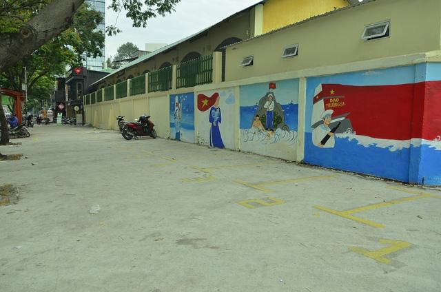 Vỉa hè đường Nguyễn Thái Học (phường Bến Thành)