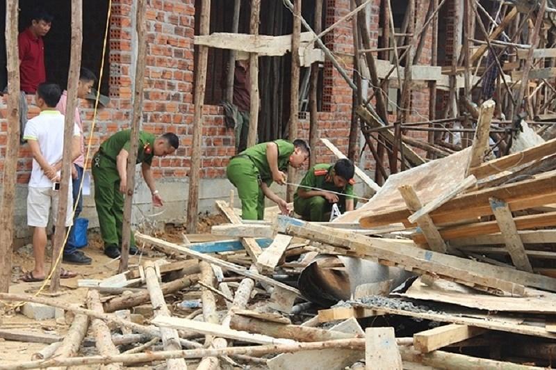 Chùm ảnh: Hiện trường vụ sập giàn giáo, công nhân bị vùi lấp - ảnh 6