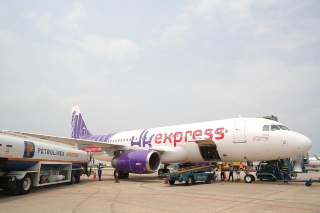 Petrolimex Aviation tra nạp nhiên liệu cho hãng hàng không HK Express tại Cảng Hàng không quốc tế Đà Nẵng