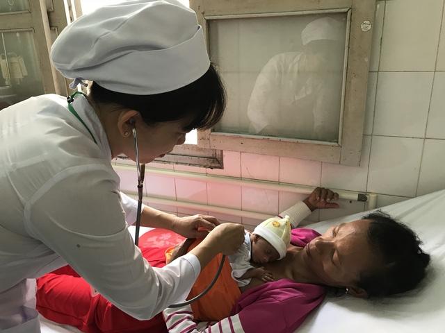Bệnh viện tỉnh cứu thành công trẻ sơ sinh siêu non, siêu nhẹ 700g - Ảnh 1.