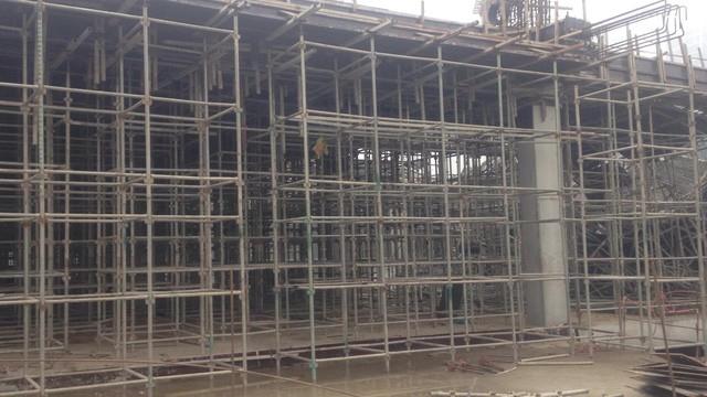 Khu giàn giáo bên trong công trình có mặt sàn hơn 1000m2 tại hiện trường vụ tai nạn sáng ngày 17/1