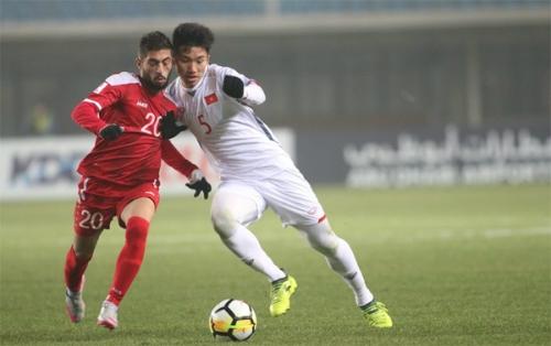 Lối chơi phòng ngự-phản công giúp Việt Nam gây sốc tại giải U23 châu Á. Ảnh: Anh Khoa