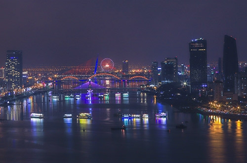 Một góc đô thị Đà Nẵng về đêm. Ảnh: Nguyễn Đông.
