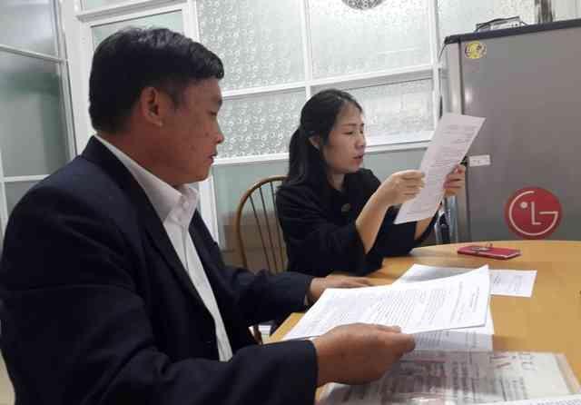 Đảng viên Hoàng Quang Trung trao đổi với PV Ban Bạn đọc - cộng tác viên,Báo điện tử Đảng Cộng sản Việt Nam. (Ảnh: QC)