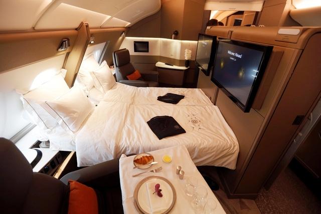 Nội thất xa xỉ trên khoang hạng nhất máy bay A380 của hãng hàng không Singapore Airlines (Ảnh: Reuters)