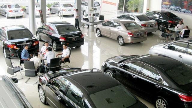 Dù giá xe nhiều loại giảm mạnh song doanh số bán xe năm 2017 tiếp tục đi xuống hàng chục % so với năm trước