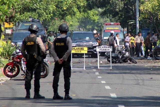 Hiện trường một vụ đánh bom khủng bố tại Indonesia ngày 13/5 (ảnh: AFP)