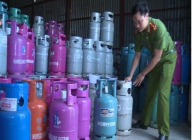 Số gas sang chiết trái phép sang các bình gas mang các thương hiệu gas nổi tiếng bị Công an thu giữ