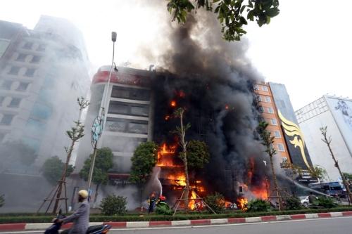 Quán karaoke 68 Trần Thái Tông khi xảy ra đám cháy. Ảnh: Giang Huy.