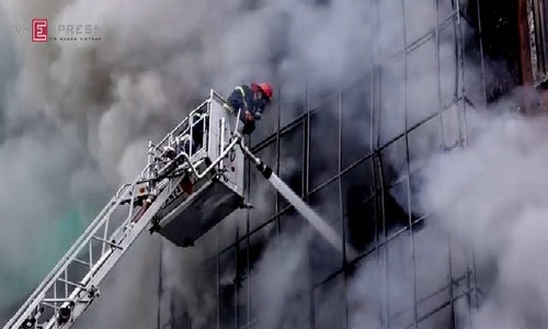 Nhiều người vẫn chưa thoát khỏi đám cháy khu Cầu Giấy
