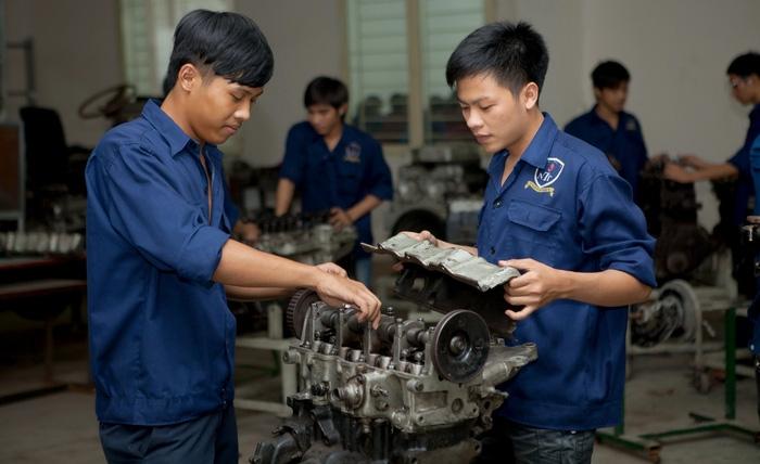 70% công việc có nguy cơ bị thay thế, giáo dục phải thay đổi - Ảnh 1.