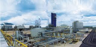 Nhà máy Sản xuất nước amôniac phải cách công trình nhà ở người dân bao nhiêu m?
