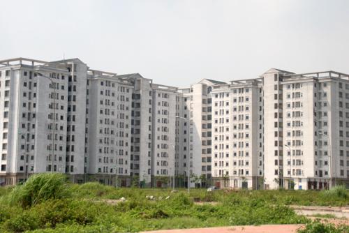 Việc ký kết hợp đồng để bố trí nhà ở tái định cư được quy định như thế nào?