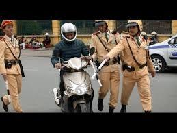 Cảnh sát giao thông phạt 90.000 lỗi bấm còi sau 22h đêm có đúng quy định không?