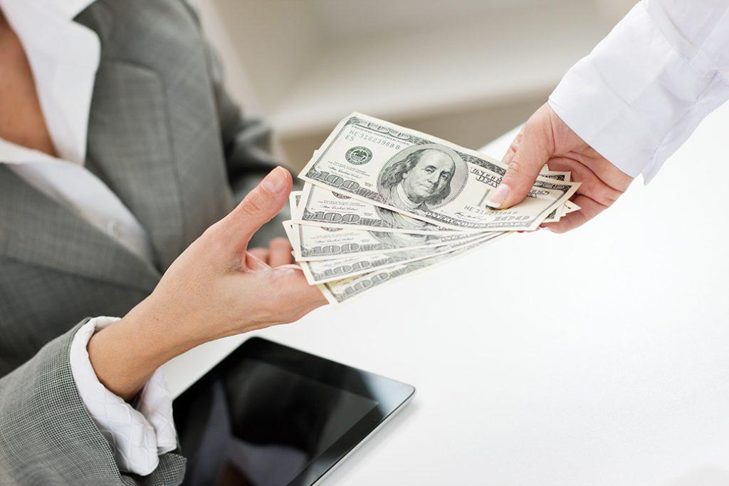 Người thu hộ và người nhờ thu hối phiếu được quy định như thế nào?