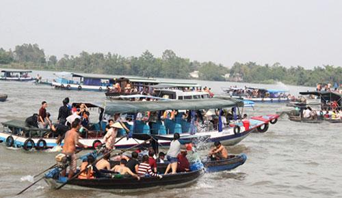 Hành vi vi phạm quy định về điều kiện của thuyền viên, người lái phương tiện giao thông đường thủy nội địa