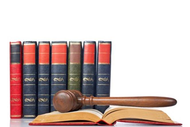 Sự có mặt của đương sự, người đại diện, người bảo vệ quyền và lợi ích hợp pháp của đương sự được quy định ra sao?