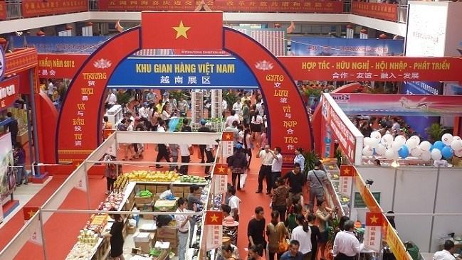 Có được phép bán, tặng hàng hóa nhập khẩu để trưng bày, giới thiệu tại hội chợ, triển lãm thương mại tại Việt Nam không?