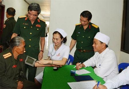 Thời gian thực hành đối với hộ sinh viên thực hiện việc khám bệnh, chữa bệnh thuộc Bộ Quốc phòng được xác nhận như thế nào?