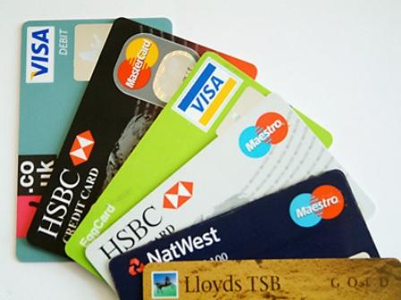 Tạm khóa tài khoản ngân hàng được quy định ra sao?