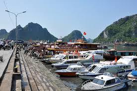 Thủ tục vào và rời cảng, bến đối với vận tải hành khách, hành lý, bao gửi theo hợp đồng chuyến