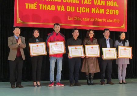 Thẩm quyền quyết định tặng danh hiệu thi đua và hình thức khen thưởng ngành văn hóa, thể thao và du lịch
