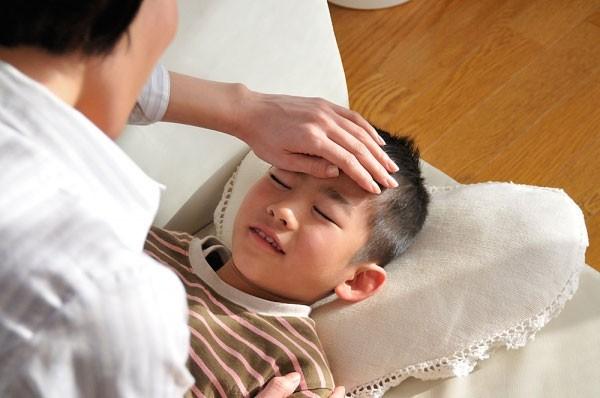 Nghỉ việc chăm sóc con không thuộc điều kiện hưởng chế độ ốm đau?