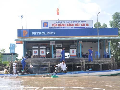 Cửa hàng xăng dầu trên mặt nước gồm những gì?