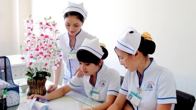 Phụ cấp y tế thôn được ai chi trả?