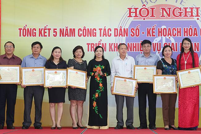 Tiêu chuẩn xét tặng Kỷ niệm chương Vì sự nghiệp Dân số đối với cá nhân kiêm nhiệm công tác dân số, kế hoạch hóa gia đình