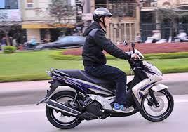 17 tuổi có được tự mua xe máy 110 cm3 không?