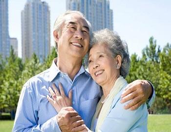 Chồng đang hưởng chế độ hưu trí chết, vợ có được trợ cấp gì không?