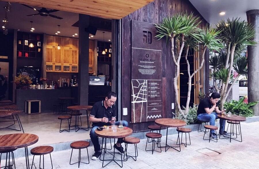 Quán cafe lấn chiếm vỉa hè để giữ xe bị phạt bao nhiêu tiền?
