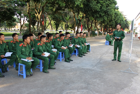 Thi vào trường quân đội có phải xác minh lý lịch của bố dượng?