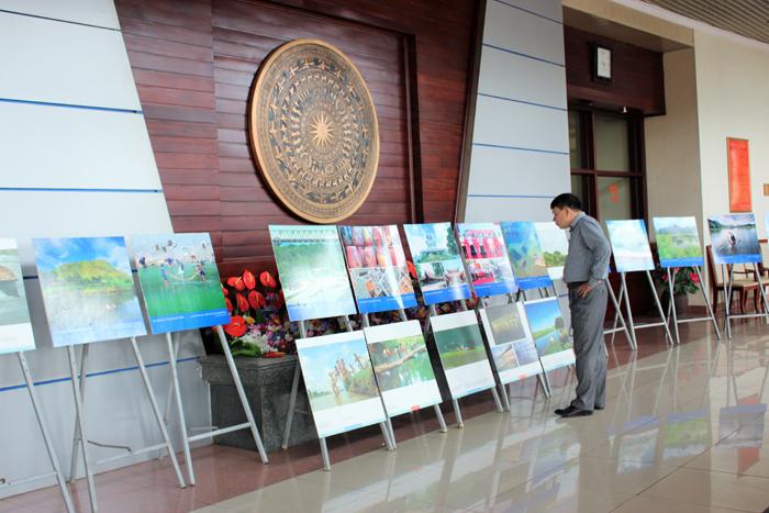 Trưng bày tranh, ảnh bên ngoài trụ sở cơ quan đại diện nước ngoài, tổ chức nước ngoài