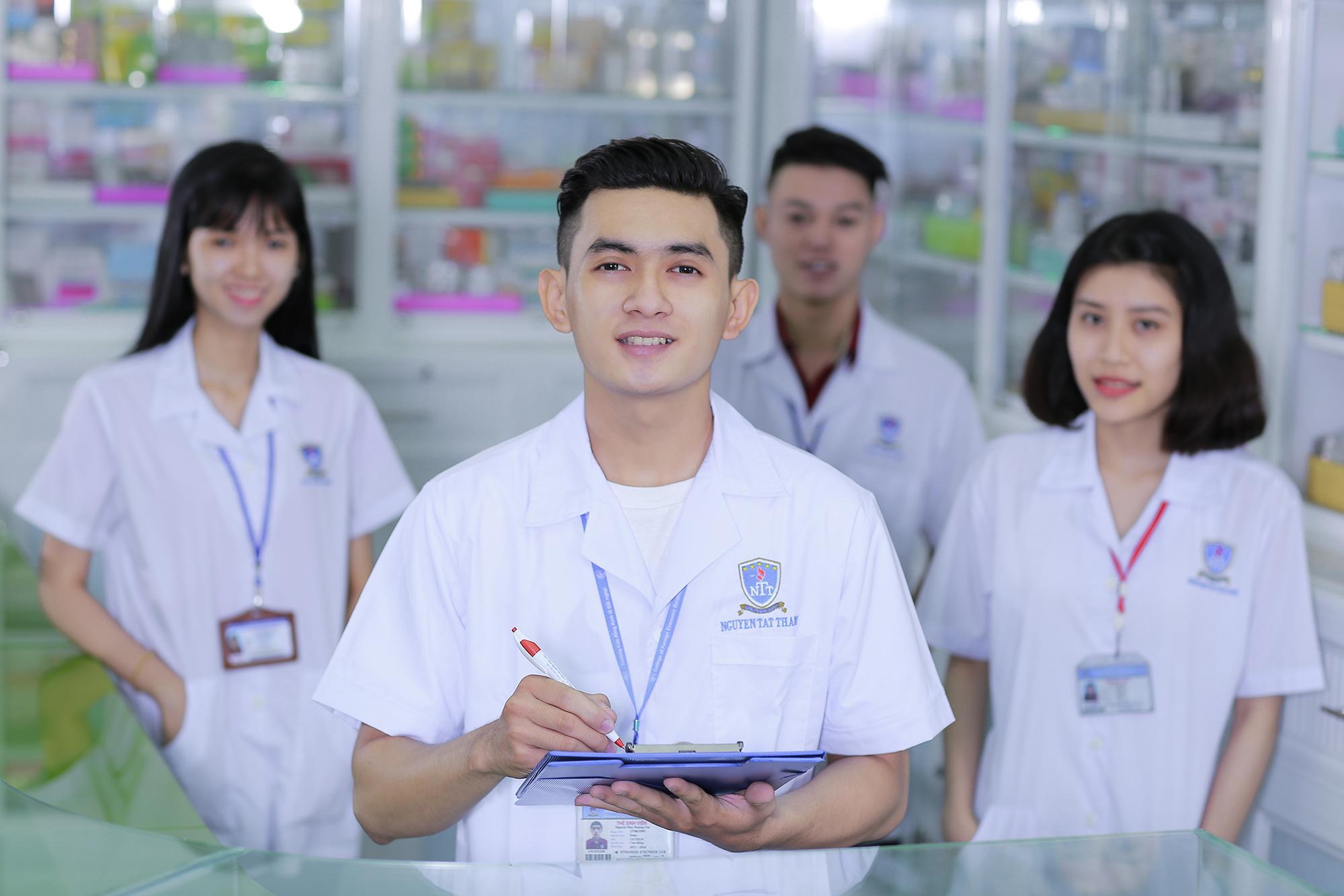 Tiêu chuẩn về trình độ đào tạo, bồi dưỡng chức danh nghề nghiệp dược sĩ chính