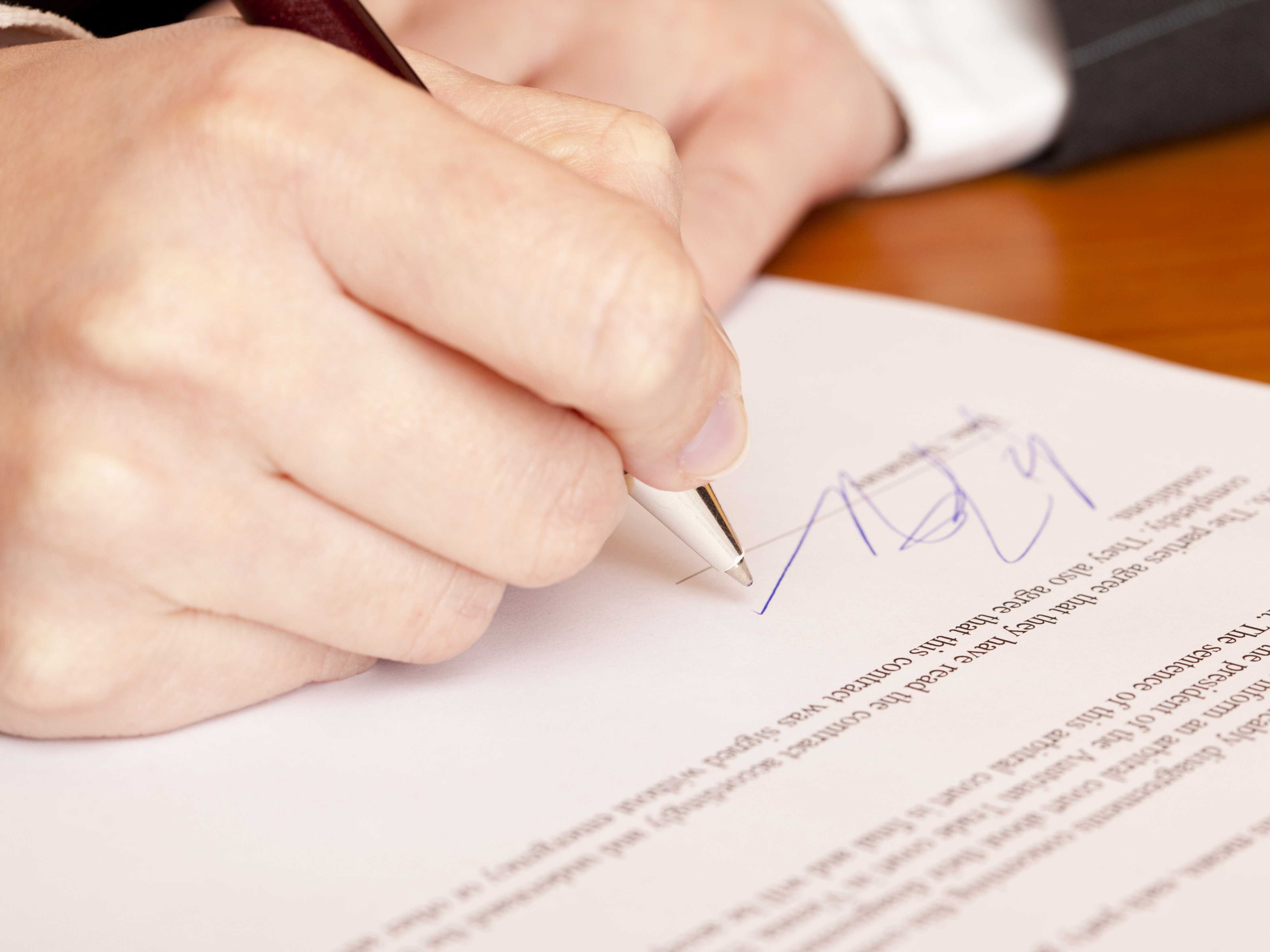 Hợp đồng tặng cho đất không cần chữ ký của người tặng cho?