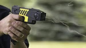 Mua súng bắn điện trên mạng có phạm tội không?