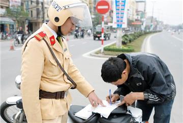 Không có CMND có được nộp phạt vi phạm giao thông?