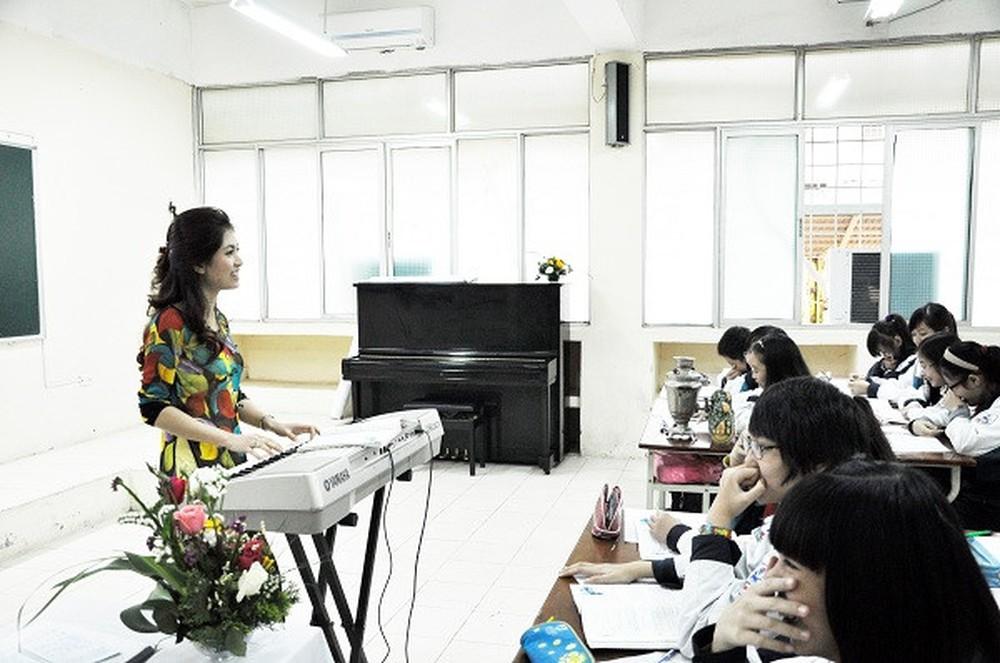 Giáo viên dạy nhạc tiểu học có bằng cao đẳng có phải đi học nâng chuẩn không?